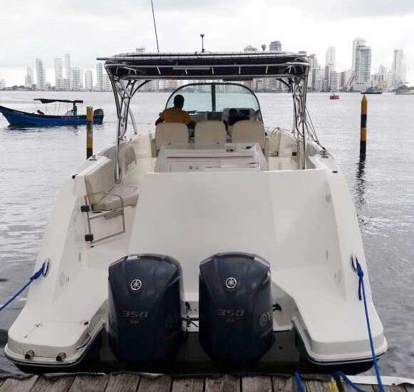 Yate en el puerto de Cartagena de Indias
