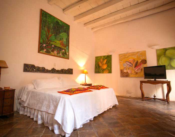 Habitación con cama de lujo en cartagena