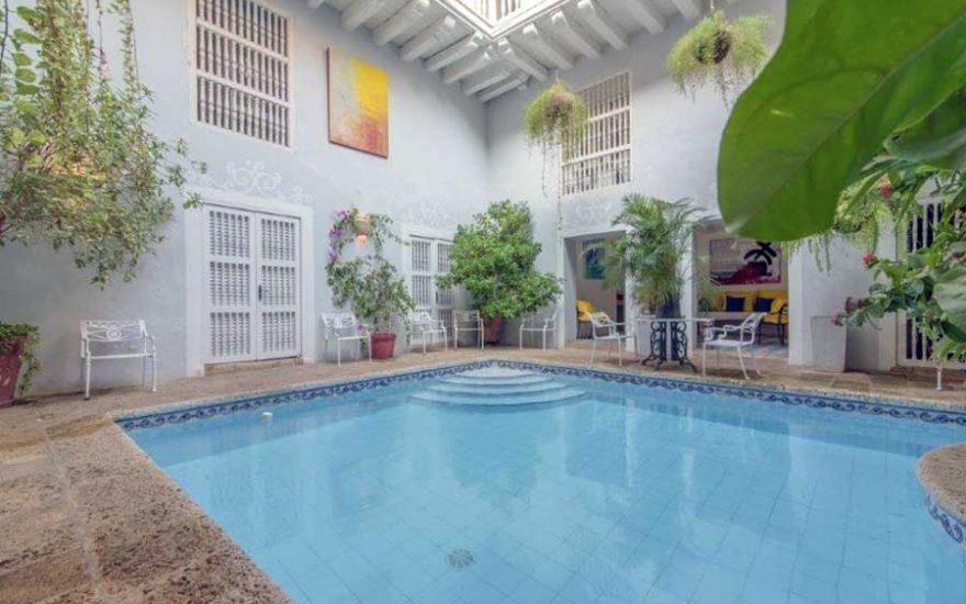 Piscina con Jardín en Casa Colonial Cartagena Colombia