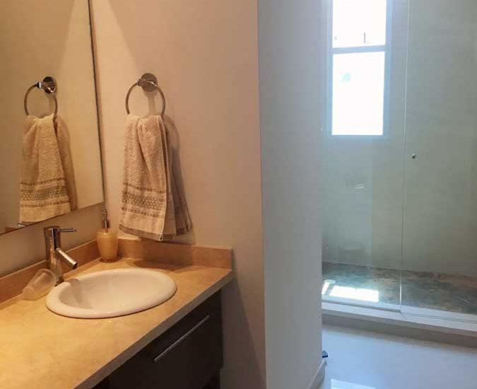 Vista cuarto de baño apartamento portovento Cartagena