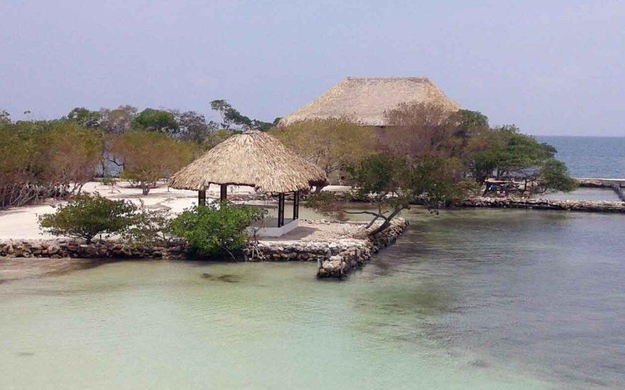 Vista aerea isla en archipielago San Bernardo Colombia