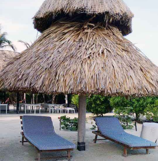 Hamacas en la playa de Isla San Bernardo Colombia