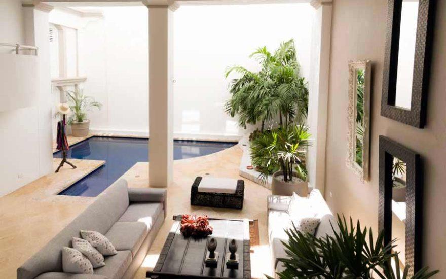 Vista patio interior casa piscina en cartagena
