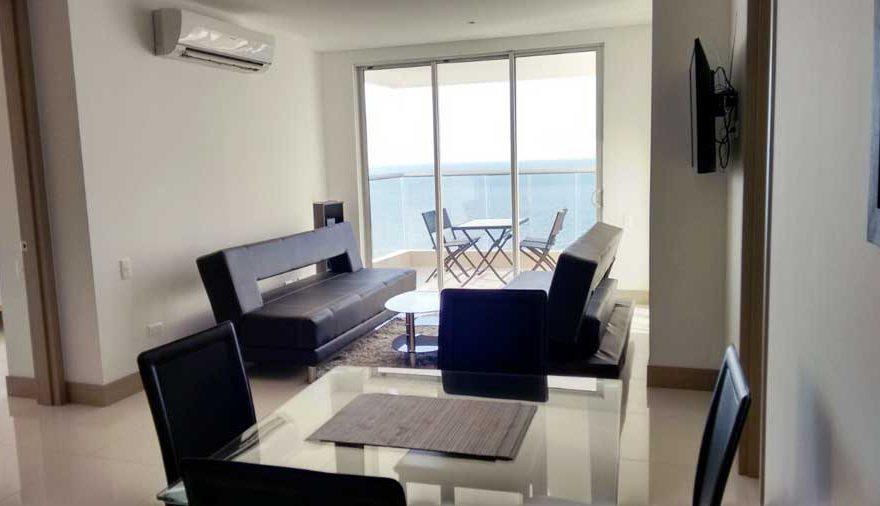 Vista de la Sala y puerta de la terraza Apto Palmetto Beach Cartagena de Indias
