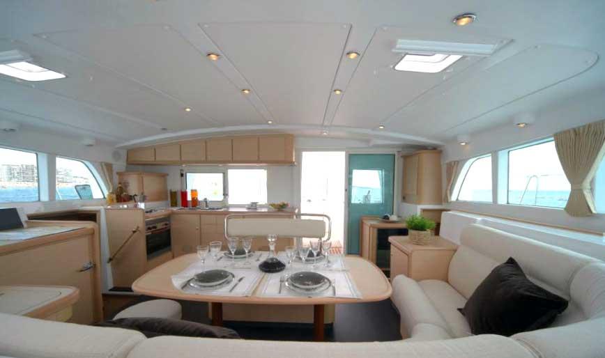 Cabina interior de Catamaran en Cartagena