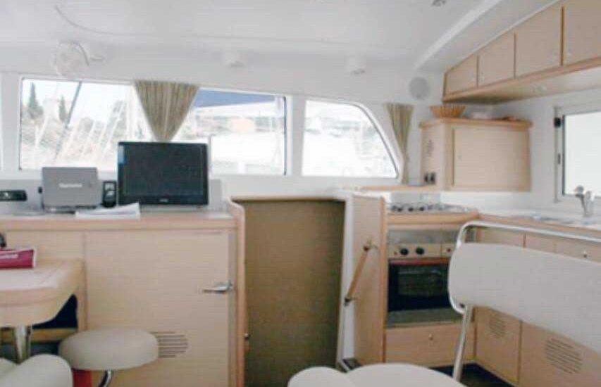Vista Cocina Catamaran