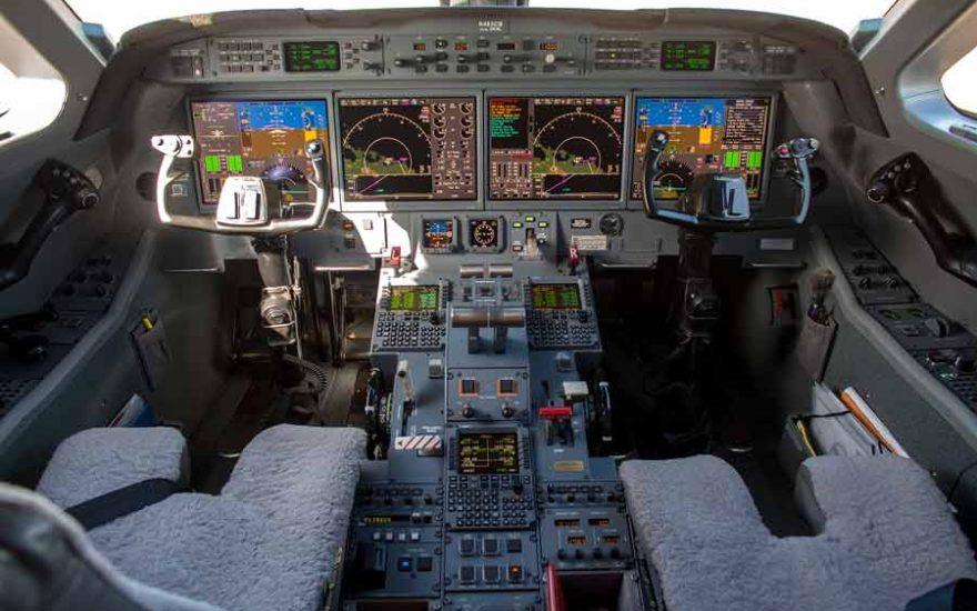 Cabina de mando avión Gulfstream 450 Cartagena de Indias