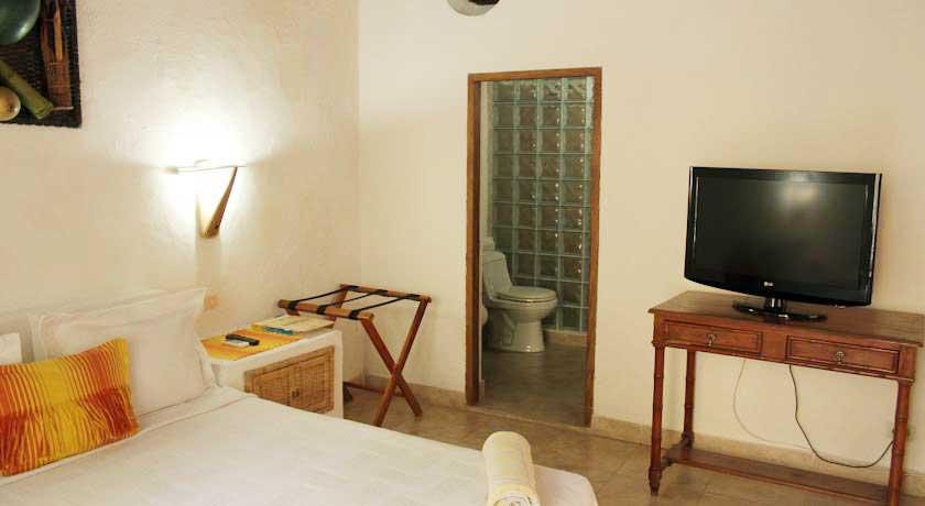 Habitación y baño privado
