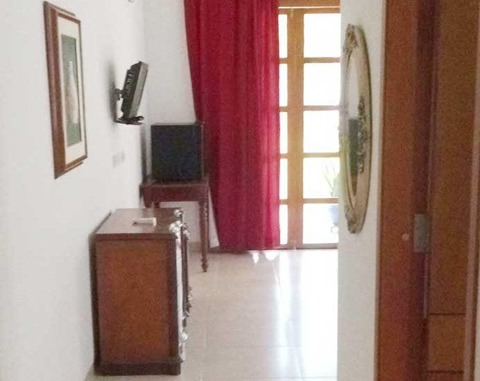Vista entrada habitación casa nautica en baru