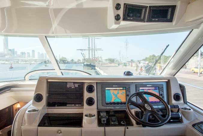 Puesto piloto yate de lujo sea ray en Cartagena de Indias