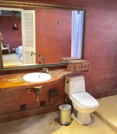 Baño de estilo Colonial