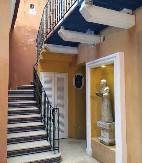 patio con decoración de estilo colonial Cartagena