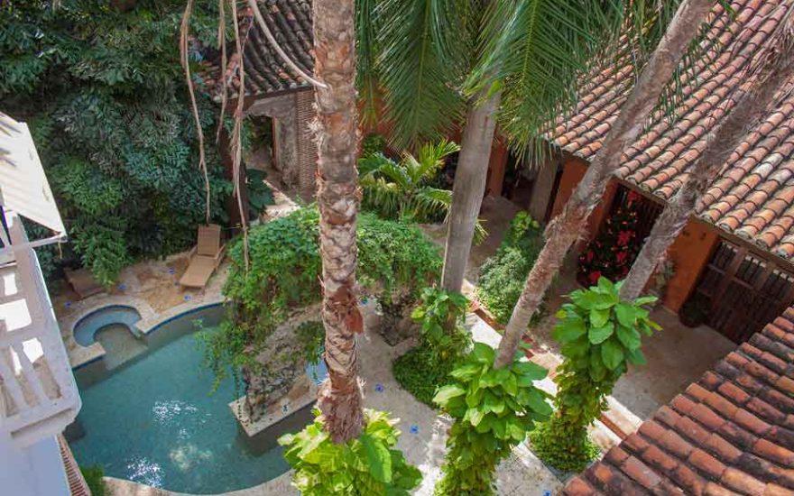 Vista Jardín con piscina Casa lujosa Cartagena