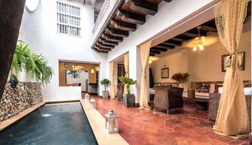 sala con piscina