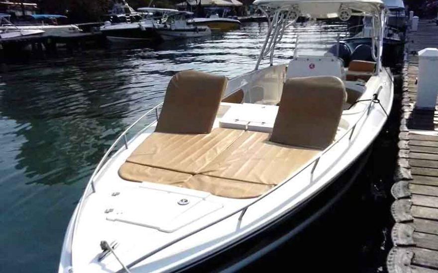 Speedboat in Cartagena de Indias